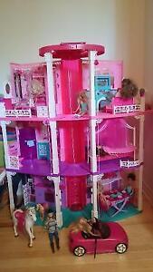 Maison, voiture, cheval, poupées Barbie, accessoires