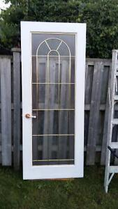 DOOR WITH PRIVACY GLASS