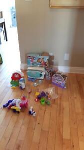 plusieurs jouets et jeux