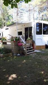 2012 HEARTLAND COUNTRY RIDGE FLSS 40 FT PARK MODEL