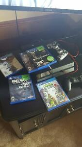 PS4 with 2 controllers and 5 games     MINT condition everything Cambridge Kitchener Area image 1