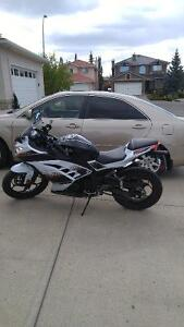 Perfect condition ninja 300 LOW KMS with 10 months warranty