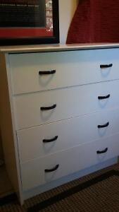 Selling/5 drawer dresser ..white