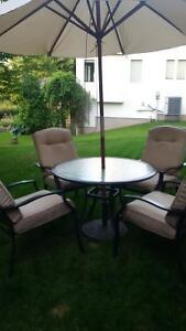 Beautiful 4 Chair Patio set - only used 7 times
