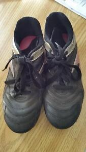 Youth Soccer Shoes - Size 2