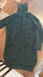 Blend wool ribbed dark green long sweater