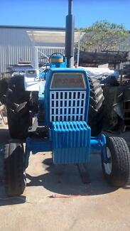 Ford Powershift 8600 tractor