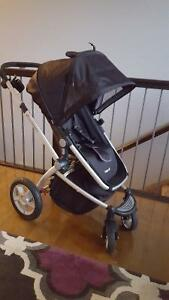 Maxi Cosi Stroller with new Bassinet and Car Seat Adapter