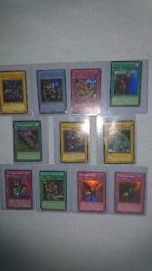 1ST ED YU-GI-OH SET INCLUDES HOLOS, RARES COMMONS