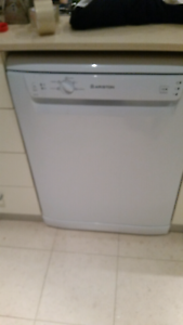 Dishwasher. Bought Jan 2015. North Curl Curl Manly Area Preview