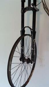 Dual crown fork with wheel