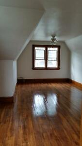 One Bedroom on Elgin street close to the court house.