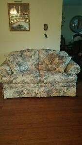 couch Cornwall Ontario image 1