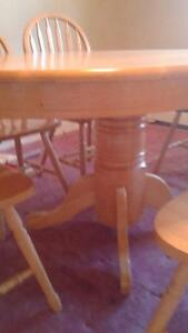 Pedestal table and 6 chairs