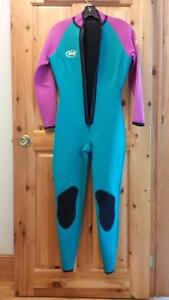 Like New 2/3 mm Woman's Wet Suit