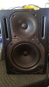 dj speakers Hampton East Bayside Area Preview