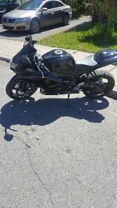 Suzuki Gsr-x 750 2010 black ! Perfect condition brand new tire!
