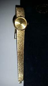 CONCORD WOMANS 14K SOLID GOLD WATCH $1595.00 Sarnia Sarnia Area image 2