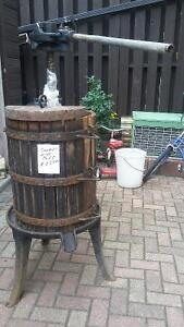 wine press - traditional - excellent condition