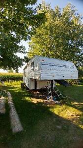 Aubaine roulotte Fifth wheel 24 pied Terry fleetwood. Negociable