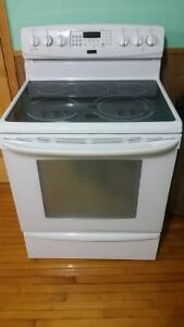 REDUCED!!!Kenmore  Smooth top stove