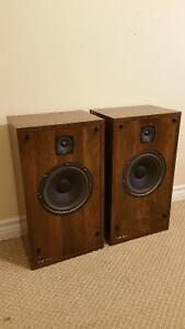 Vintage Two way NIKKO speakers in great shape.