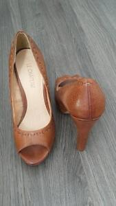 le chateau high heels never worn Windsor Region Ontario image 2