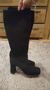 LADIES SIZE 11 KNEE LENGTH BOOTS Atwell Cockburn Area Preview