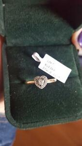 10k beautiful gold ring ~size 8.5 Can deliver to Saint John