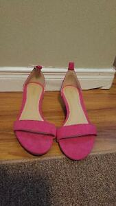 women size 7 pink color shoes ONLY $5( Brand New )