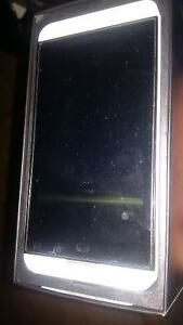 White Blackberry Z 10 with all accessories