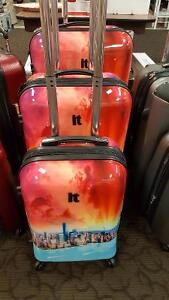 New in box iT luggage 3 pce set with New York skyline.