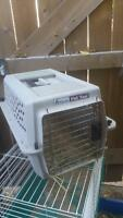 Small pet kennel/carrier