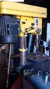 DRILL PRESS WITH BASE