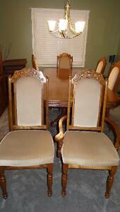 Solid wood dining room Table,6 chairs and solid wood Hutch Cambridge Kitchener Area image 3