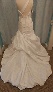NWT  Alfred Angelo Wedding Gown 2385 Wh Satin Single Sleeve