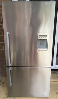 519 litre fisher paykel Fridge/freezer with water