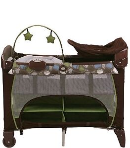 Graco Pack 'n Play with Newborn Napper Station DLX Play Yard