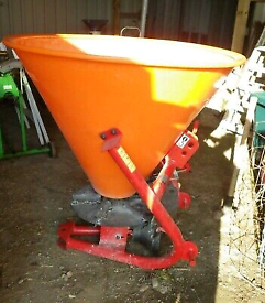 Compact Fertiliser Spreader