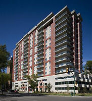 THE RIVERFRONT /Downtown Spadina Condo / Heated SecureParking