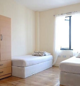 2 twin room, Shoreditch brick lane Whitechapel Mile End zone 1/2
