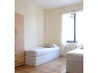 2 twin room, Shoreditch brick lane Whitechapel Mile End zone 1/2