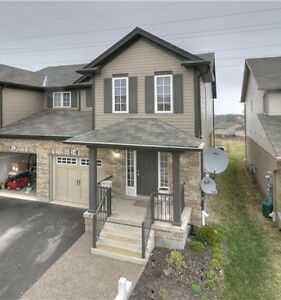 A must see beautiful Semi-detached Home!!!!