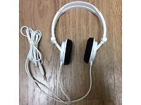Sony MDR-V150 Headphones with Reversible Housing for DJ Monitoring - WHITE