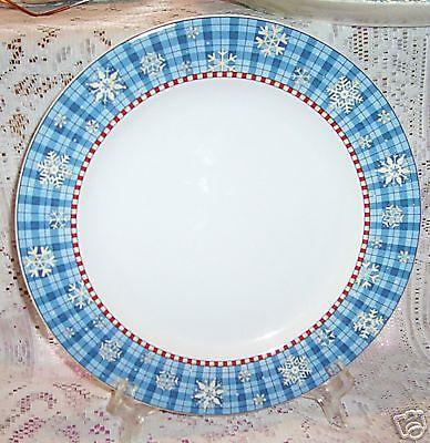 DEBBIE MUMM SNOWFLAKE DINNER PLATES 4 SAKURA WINTER SNOW HOLIDAY BLUE (Blue Snowflake Plates)