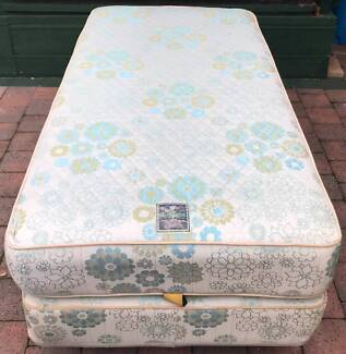 Excellent condition SINGLE BED SET. Delivery is available
