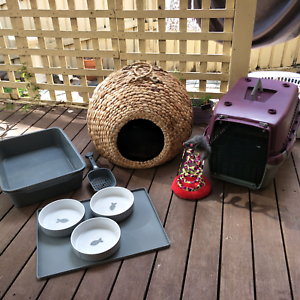 Cat stuff - cocoon, litter trays, carrier and more Gungahlin Gungahlin Area Preview