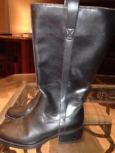 LADIES RIDING BOOT, SIZE 6, NEW!!