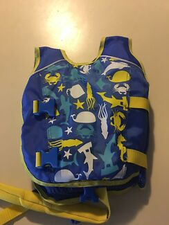 Swim vest size 3-4 NEW