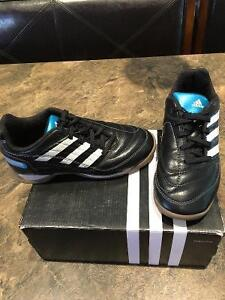 Indoor youth soccer shoes